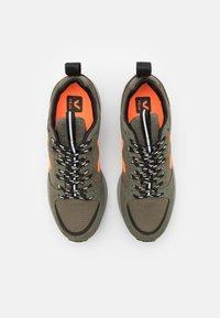 Veja - VENTURI - Trainers - kaki/neon orange - 5