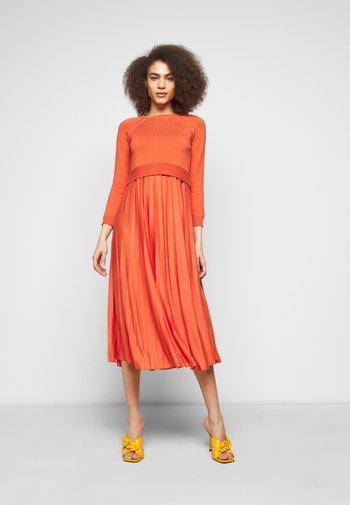 AIDONE  - Denní šaty - koralle