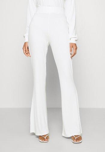 SLIT DETAIL PANTS - Trousers - white