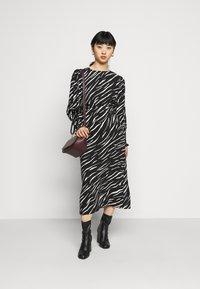 New Look Petite - SHIRRED DETAIL ZEBRA MIDI DRESS - Day dress - black - 1