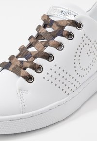 Guess - RANVO - Zapatillas - white - 2