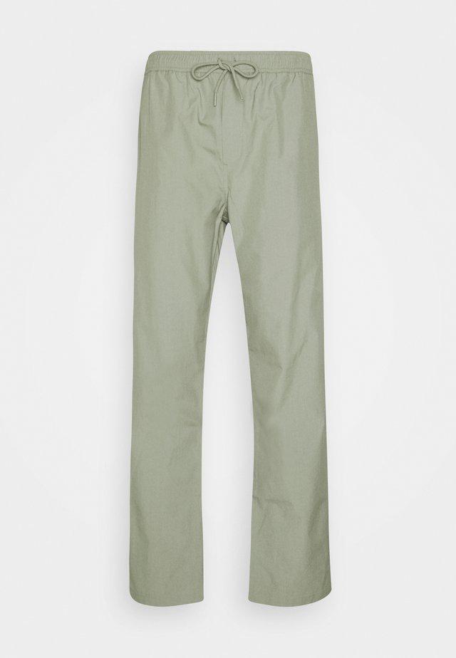 JABARI TROUSERS - Pantaloni - seagrass