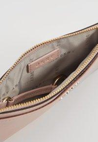DKNY - BRYANT SLIM - Wallet - cashmere - 5
