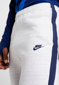 Nike Performance - PARIS ST GERMAIN PANT  - Træningsbukser - white/wolf grey/university red/midnight navy - 5