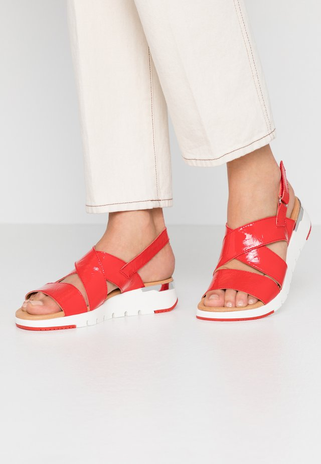 Wedge sandals - chili