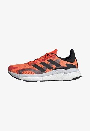 SOLAR BOOST 3 RUNNING PRIMEGREEN - Neutral running shoes - orange