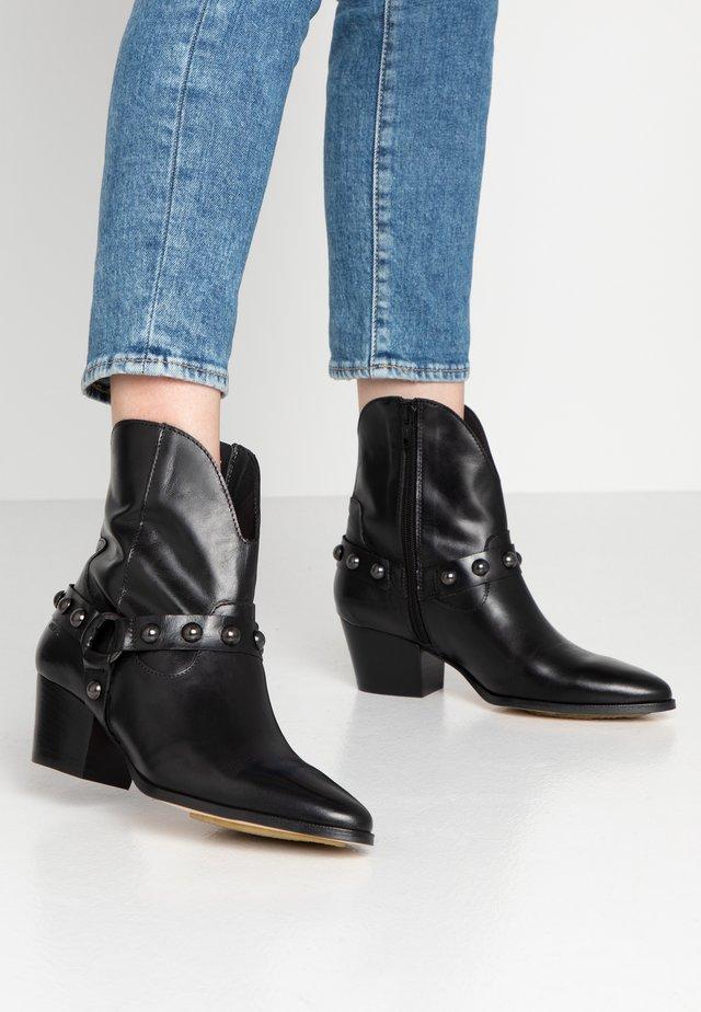 Cowboy/biker ankle boot - sierra