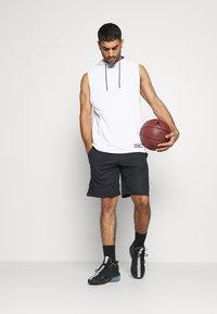 Under Armour - BASELINE SHORT - Pantalón corto de deporte - black - 1