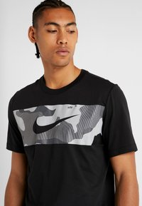 Nike Performance - DRY TEE CAMO BLOCK - Print T-shirt - black/white - 3