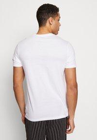 Burton Menswear London - 5 PACK - T-shirt basic - white - 2