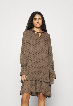 MELINNA - Denní šaty - tamrina