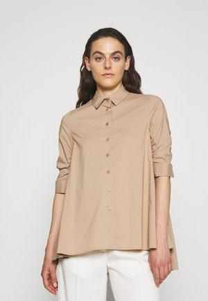 BENITA FASHIONABLE BLOUSE - Button-down blouse - warm sand