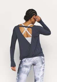 Onzie - DRAPEY V BACK - Long sleeved top - ombre blue - 2