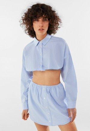 HEMD MIT GUMMIZUG - Button-down blouse - light blue