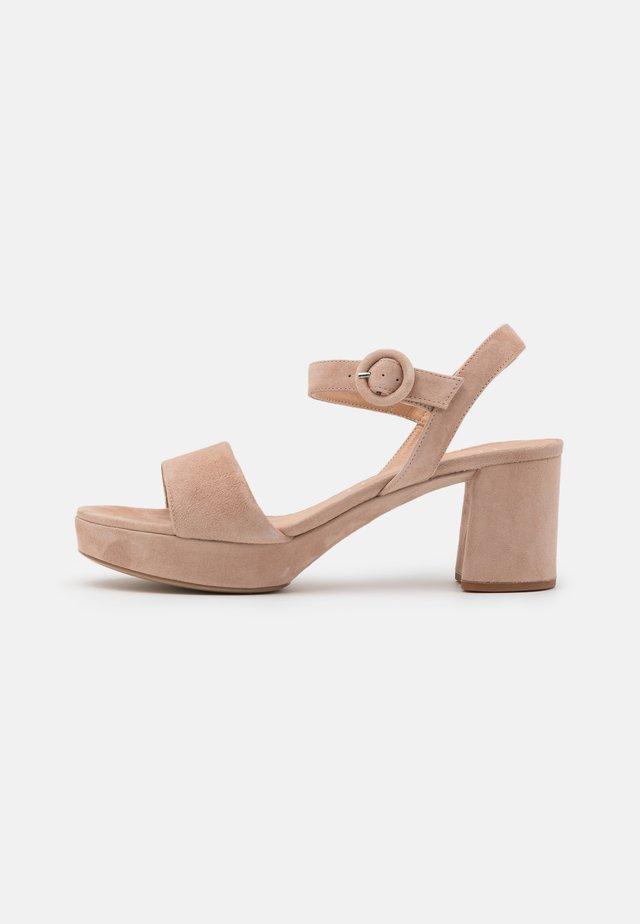 NENES - Sandały na platformie - nude