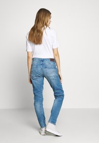 G-Star - ARC 3D LOW BOYFRIEND - Jeans Tapered Fit - azure stretch denim authentic faded blue - 2