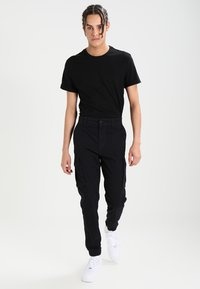 Pier One - Pantalon cargo - black - 1