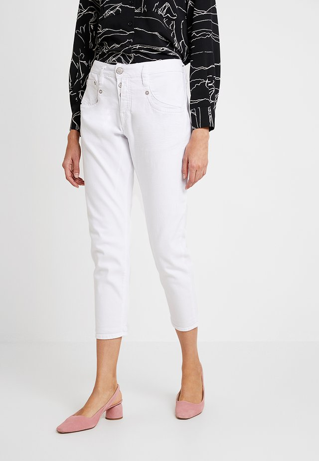 SHYRA CROPPED - Jeans Tapered Fit - white