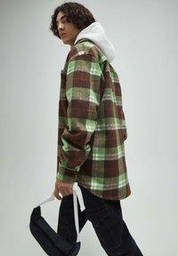 PULL&BEAR - Skjorta - mottled green - 3