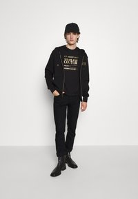 Versace Jeans Couture - T-shirt imprimé - nero/oro - 5