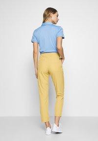 Cross Sportswear - SOLID - Chinosy - deep birch - 2