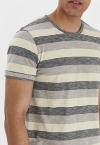 Solid - RUNDHALSSHIRT THICCO - Print T-shirt - black - 4