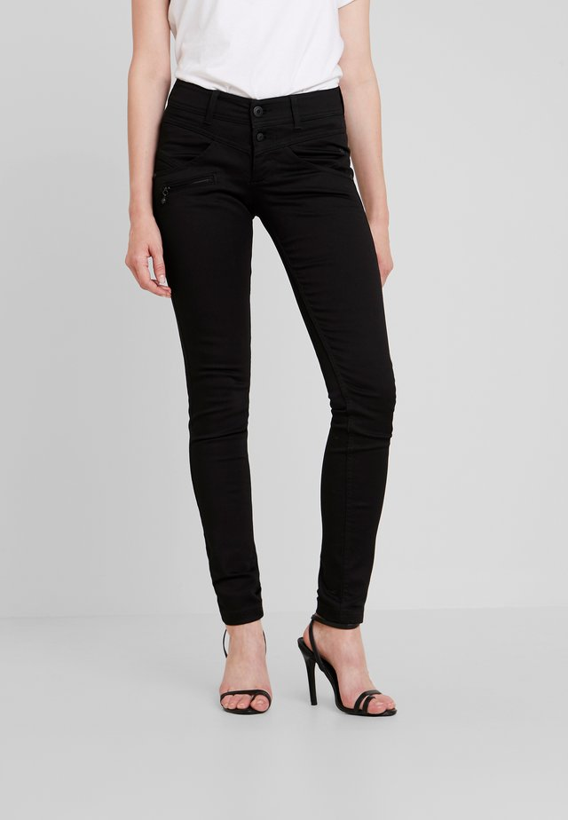 COREENA - Slim fit jeans - stay dark