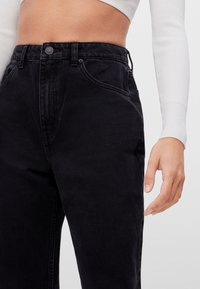 Bershka - MIT UMSCHLAG  - Relaxed fit jeans - black - 3