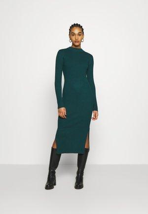 LEMLA DRESS - Strikket kjole - solid dark green