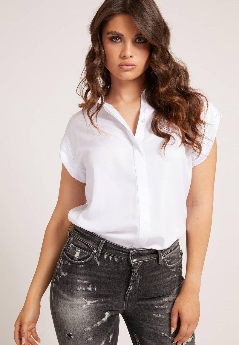 Guess - KURZARM - Button-down blouse - weiß