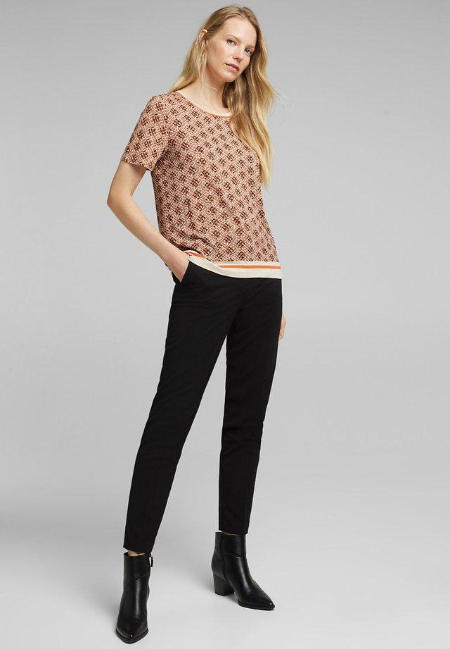 ECOVERO TEE - T-shirt imprimé - rust orange