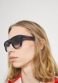 Alexander McQueen - UNISEX - Sunglasses - blue - 1