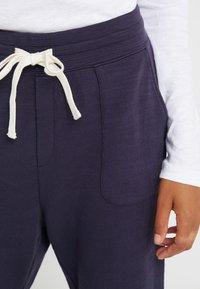 J.CREW - MALIBU TERRY PANT - Teplákové kalhoty - navy - 6