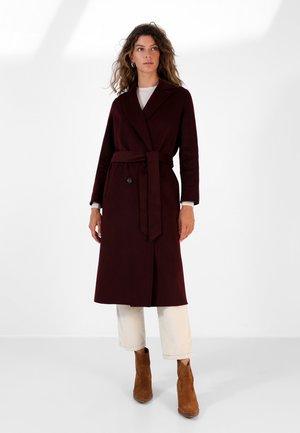 Klasyczny płaszcz - burgundy
