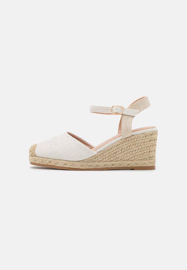 Sandalen met sleehak - bianco