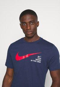 Nike Sportswear - Triko spotiskem - midnight navy - 4