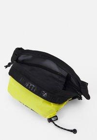 The North Face - BOZER HIP PACK UNISEX - Bum bag - sulphur spring green/black - 2