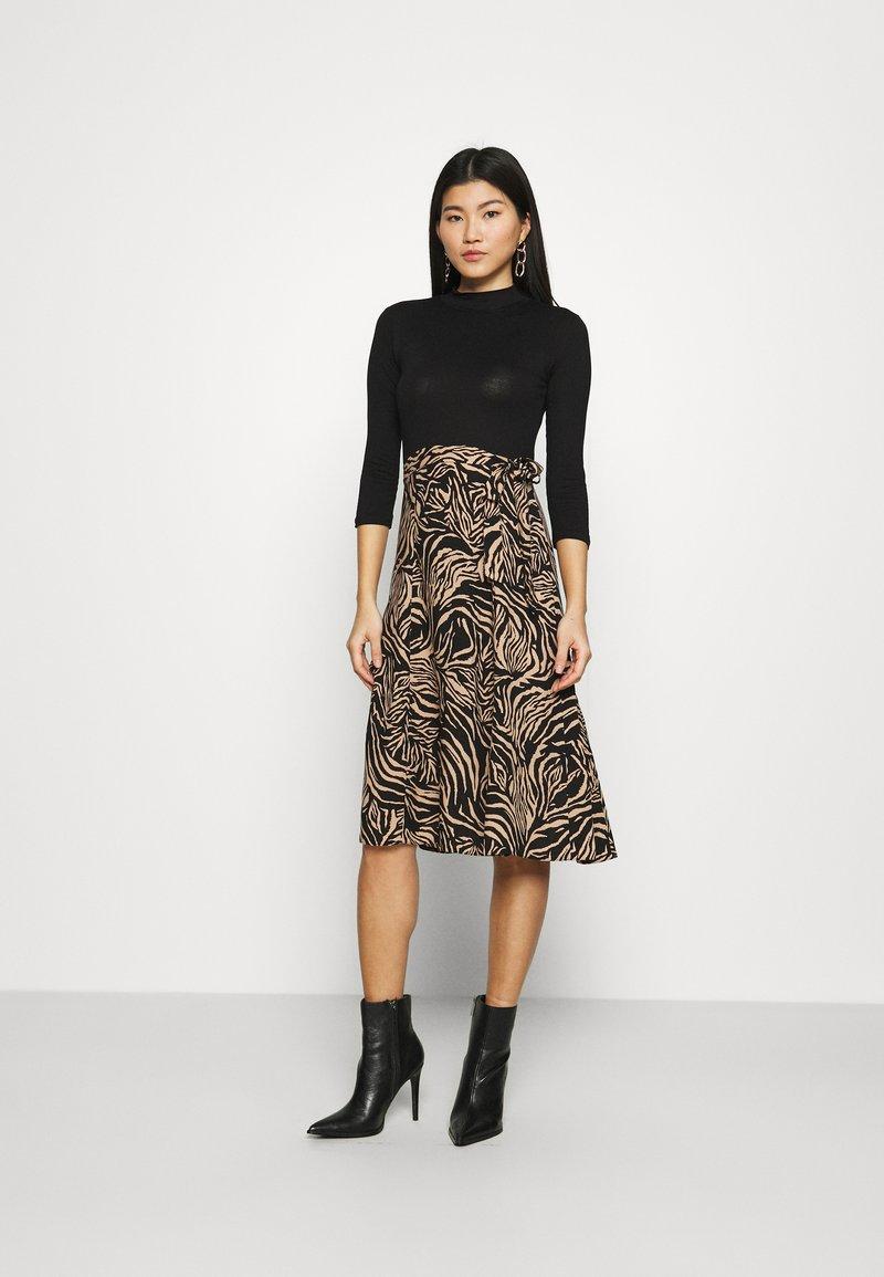 Dorothy Perkins - ZEBRA PRINT DRESS - Day dress - black