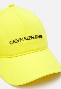 Calvin Klein Jeans - INSTITUTIONAL LOGO BASEBALL UNISEX - Kšiltovka - yellow - 3