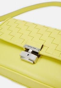 MICHAEL Michael Kors - Handbag - limelight - 4