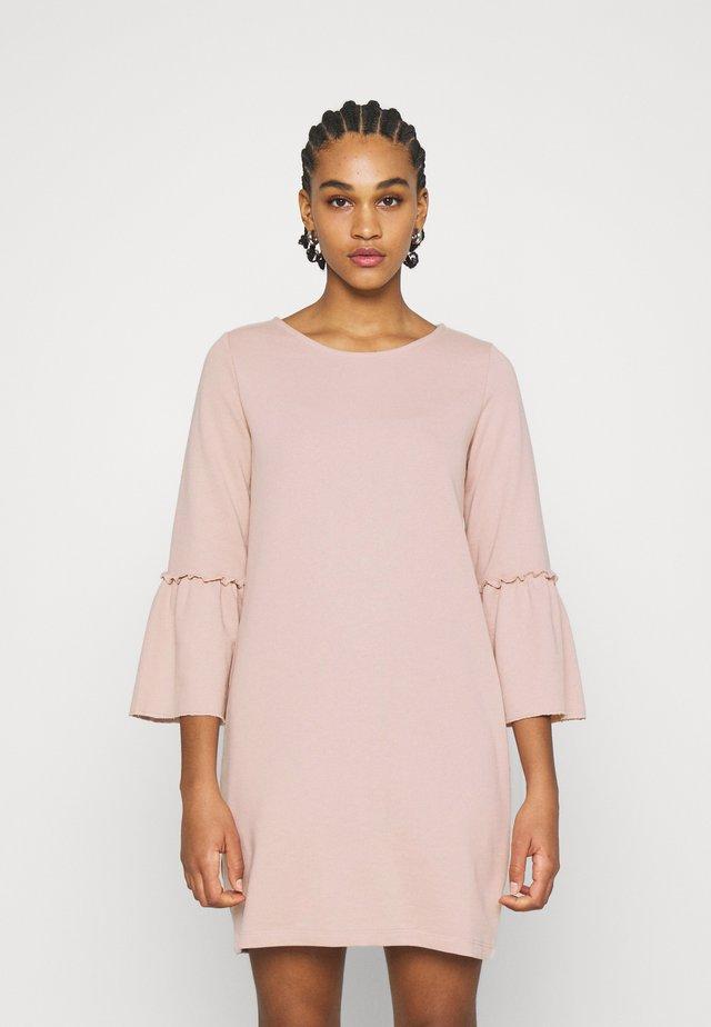 JDYPROVE BELLSLEEVE DRESS - Vapaa-ajan mekko - adobe rose