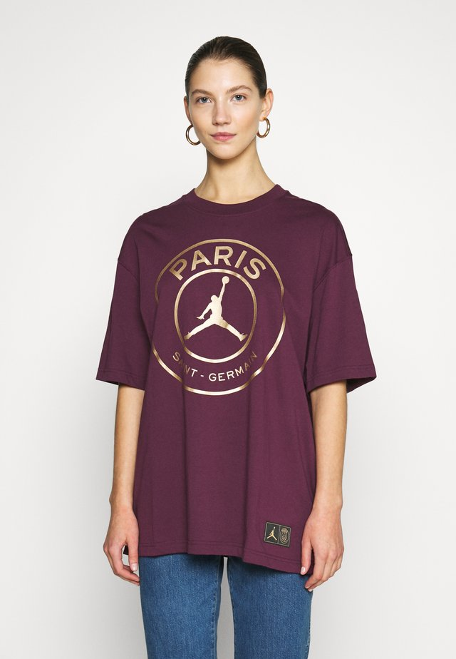 OVERSIZE TEE - T-shirts med print - bordeaux/metallic gold