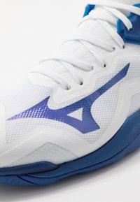 Mizuno - WAVE MIRAGE 3 - Håndboldsko - white/true blue - 5