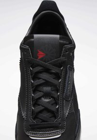 Reebok Classic - CLASSIC LEATHER LEGACY SHOES - Baskets basses - black - 6