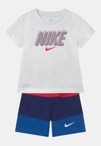 Nike Sportswear - BLOCKED SET - T-shirt con stampa - blue/red - 0