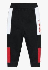 Nike Sportswear - AIR SET - Survêtement - black/university red - 2