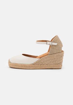 CACERES - Sandály na platformě - ivory