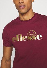 Ellesse - MAGI - Print T-shirt - burgundy - 5