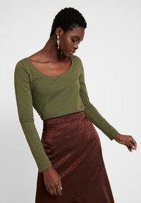 Anna Field - BASIC ROUND NECK LONG SLEEVES - Long sleeved top -  khaki - 0