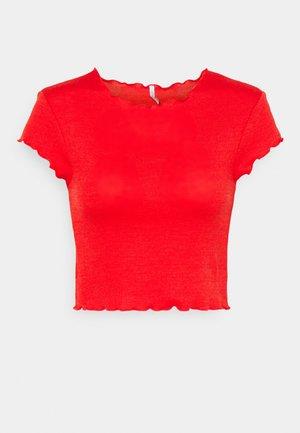 ONLKITTY SHORT - Print T-shirt - high risk red